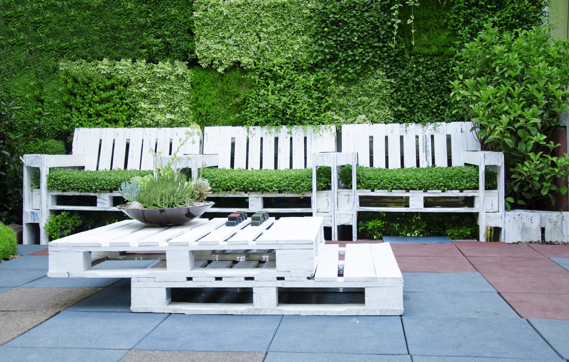 mueble fabricado con palets para jardin